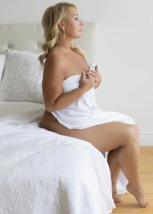 Patricie happy ending massage in Haddonfield and live escorts